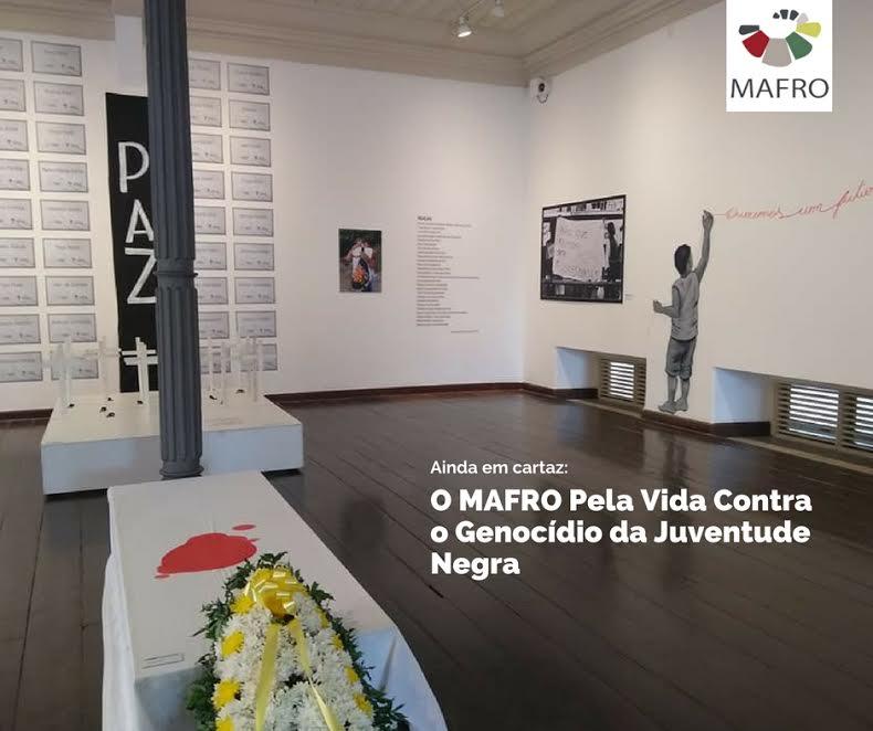 Fotografia das obras expostas no interior do museu